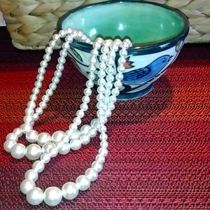 FAUX 3 STRAND LAYERED PEARL NECKLACE